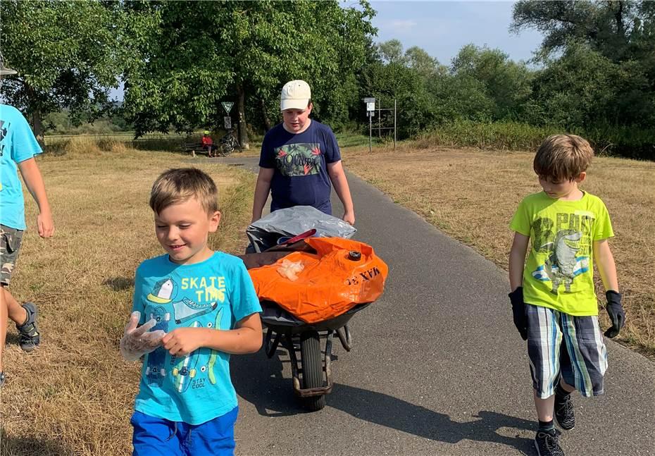 Die-Kinder-sammelten-den-Muell-im-Bereich-des-Sinziger-663712